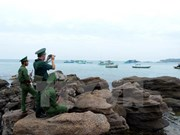 Tet gifts come to officers, people on southwestern islands