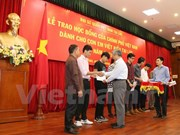 More OV students in Laos receive Vietnam scholarships