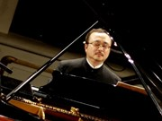 Pianist Dang Thai Son to perform love concerto