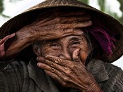 Iconic photo of smiling old Vietnamese woman donated to museum