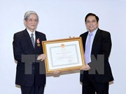 First class order bestowed upon former chief of Vietnam News Agency