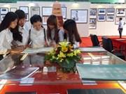 Maps, documents on Hoang Sa, Truong Sa on display in Hoa Binh