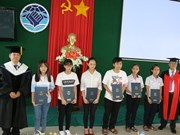 RoK presents scholarships to Thua Thien-Hue students