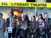 Czech-Vietnamese dictionary wins second prize