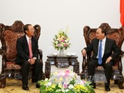 PM asks Cambodia to assist Vietnamese telecommunication firms