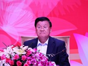 Lao PM holds first dialogue with Vietnamese business community