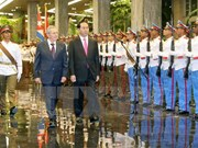 President Tran Dai Quang holds talks with Cuban leader