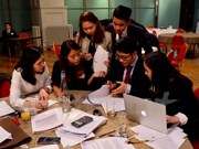 Vietnamese students in UK join business strategy competition