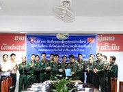 Vietnam People's Army presents information equipment to Laos