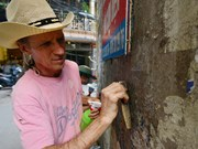 US veteran helps clean up Hanoi walls