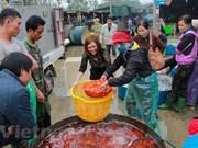 Vietnamese families worship Kitchen's Gods