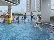 Hotels support swimming popularisation in Da Nang