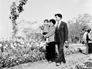 Nostalgic photos captures Vietnamese families past and present