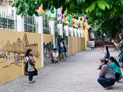 Mural paintings retrace old Hanoi