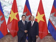 Vietnamese, Cambodian PMs hold talks