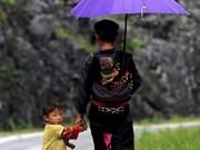 Photos honour Vietnamese dads