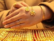 Gold prices rise on global trend