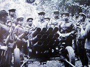 Lao orders, medals presented to Vietnamese volunteer soldiers