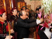PM Nguyen Xuan Phuc pays tribute to Hung Kings
