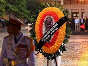 People brace rain to bid farewell to President Tran Dai Quang