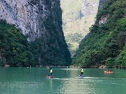 Hundreds of rowers conquer race featuring Tu San canyon