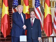 PM Phuc meets US President Trump in Hanoi