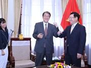 Vietnam honours outgoing Japanese ambassador