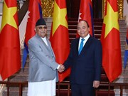 Prime Minister Nguyen Xuan Phuc welcomes Nepali counterpart