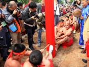 Sitting tug-of-war: an unusual game in Hanoi