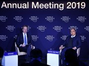 PM Phuc, WEF President join dialogue on Vietnam in Davos