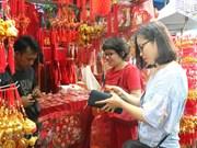 Vietnamese in Jakarta shop for Tet festival