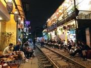 Hanoi 'train street' wows foreign tourists