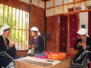 Ethnic women preserve brocade weaving