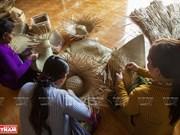 Grey-sedge handicrafts gain customers' favour