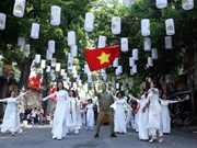 Joyful activities mark Hanoi Liberation Day