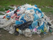 Plastic bags in traditional markets challenge environment