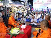 Khmer people retrace Ooc Om Boc festival