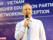 British Ambassador enjoys Vietnamese experiences
