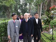 Party, State leader pays tribute to President Ho Chi Minh
