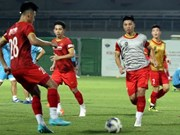 Vietnamese footballers get ready for match against China