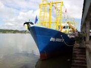 More steel ship handed over to Quang Ngai fisherman