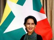 Myanmar's Suu Kyi visits Singapore
