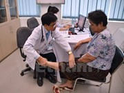 Vietnamese doctors provides health checkup for Cambodians