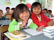 Kon Tum donates rice to ethnic students