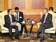 Singaporean PM meets Hanoi, Da Nang officials