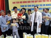 Vice President presents gifts to child patients with facial defects