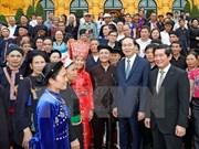 President meets ethnic village chiefs, artisans, prestigious people