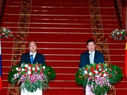 Vietnamese, Lao Prime Ministers agree to lift ties