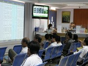 Bank shares lift VN-Index over threshold