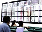 Financial stocks lead upturn, market stays flat